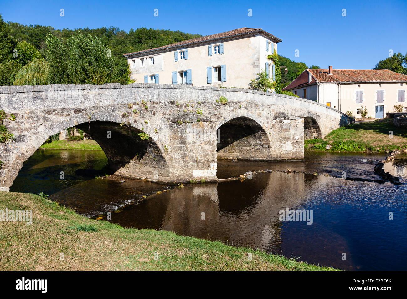 France, Dordogne, Perigord Vert, Saint Jean de Cole, labelled The Most Beautiful Villages of France, bridge - Stock Image