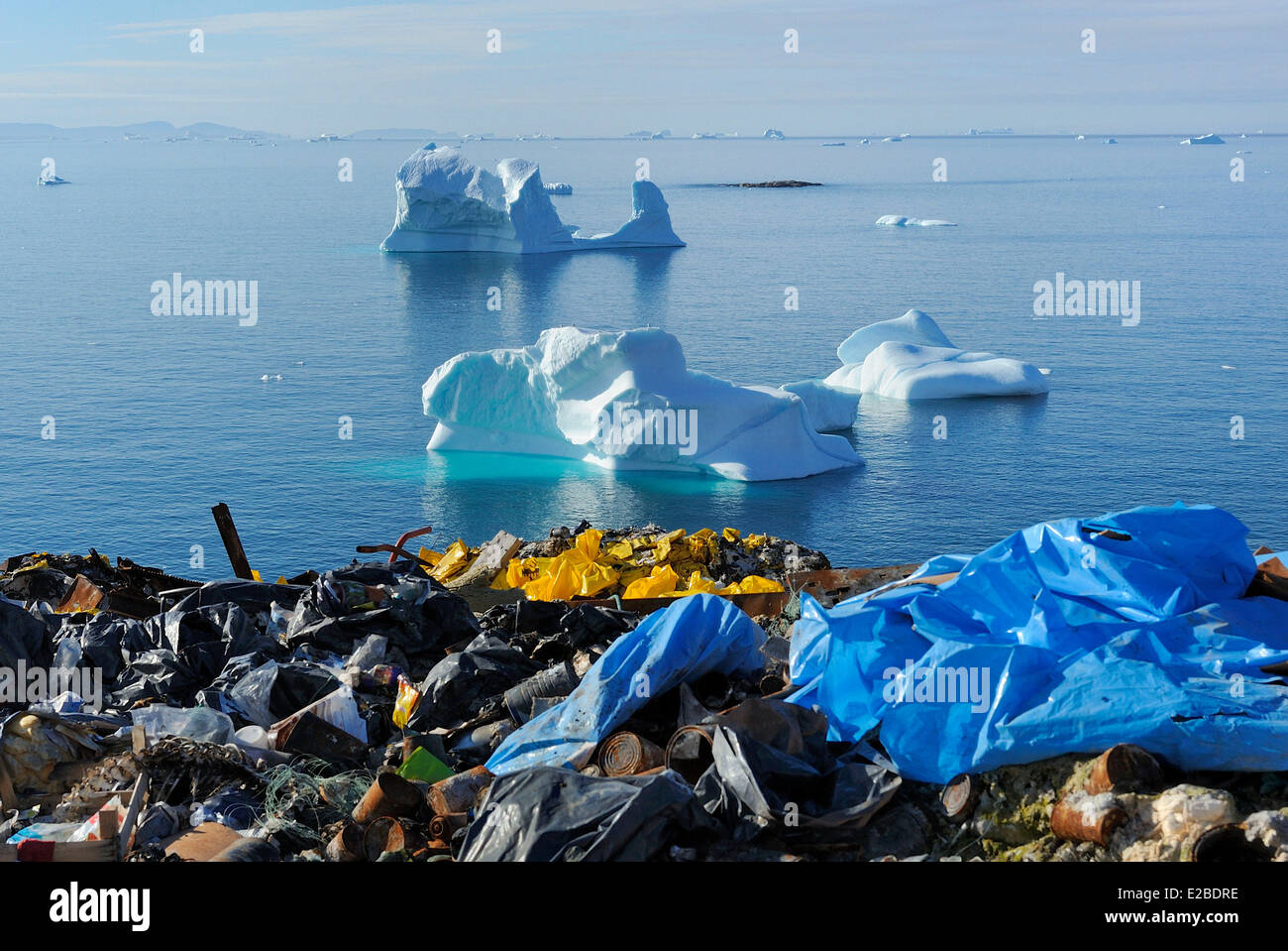 Greenland, Baffin Bay, Nuussuaq, Garbage dump and icebergs - Stock Image