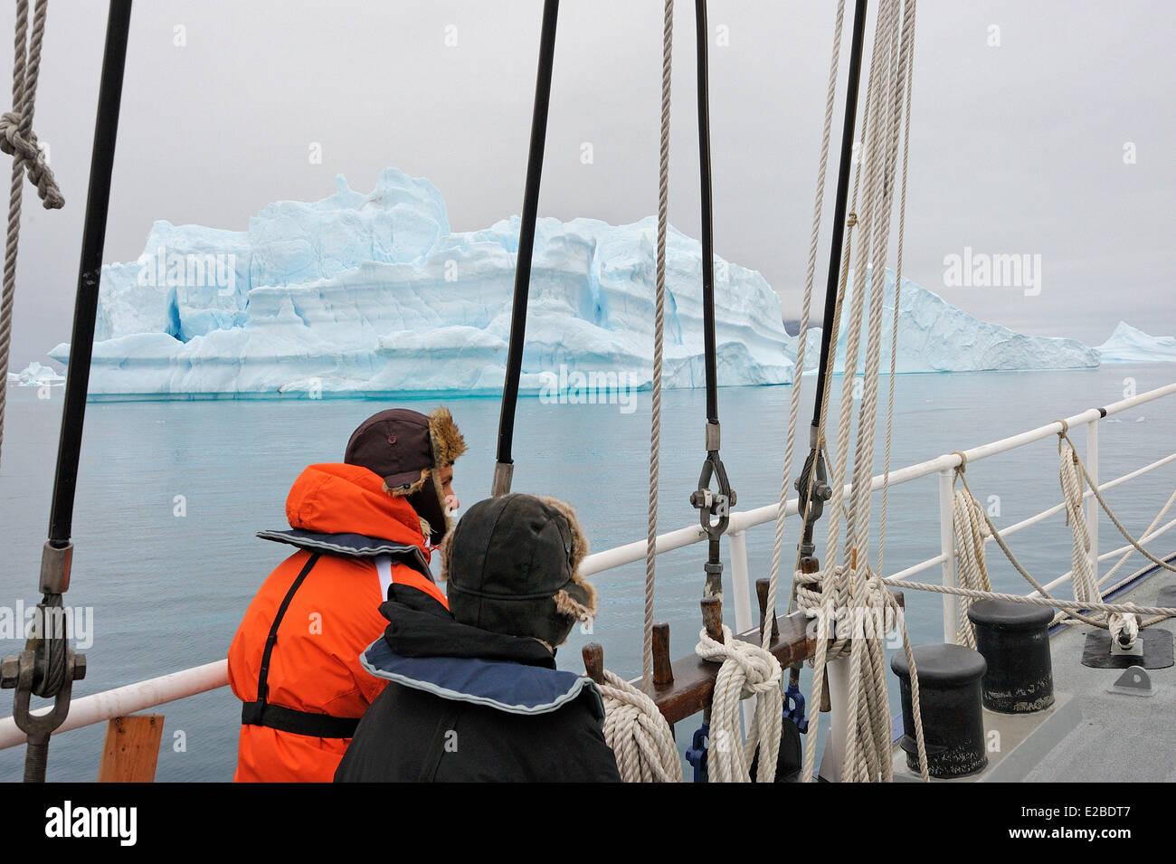 Greenland, Melville Bay, Cape York, Aboard schooner Rembrandt Van Rijn, Tricky navigation amidst drifting icebergs - Stock Image