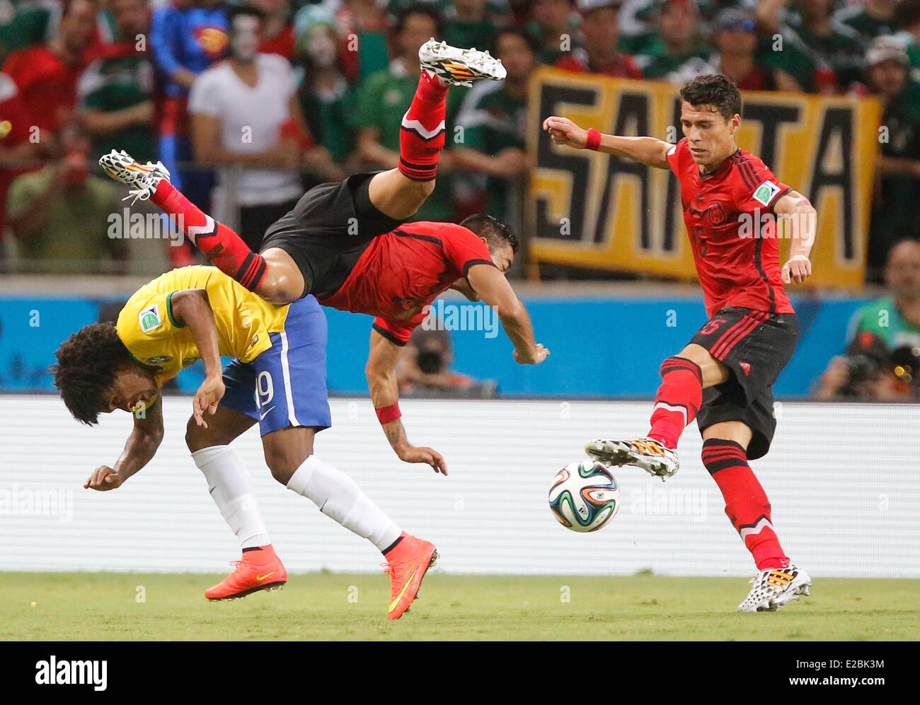 HEMANES, BRA 18 Zweikampf , Aktion um den Ball gegen Fabian MARCO, Mex 8 Moreno HECTOR, Mex 15  BRASILIEN - MEXIKO - Stock Image
