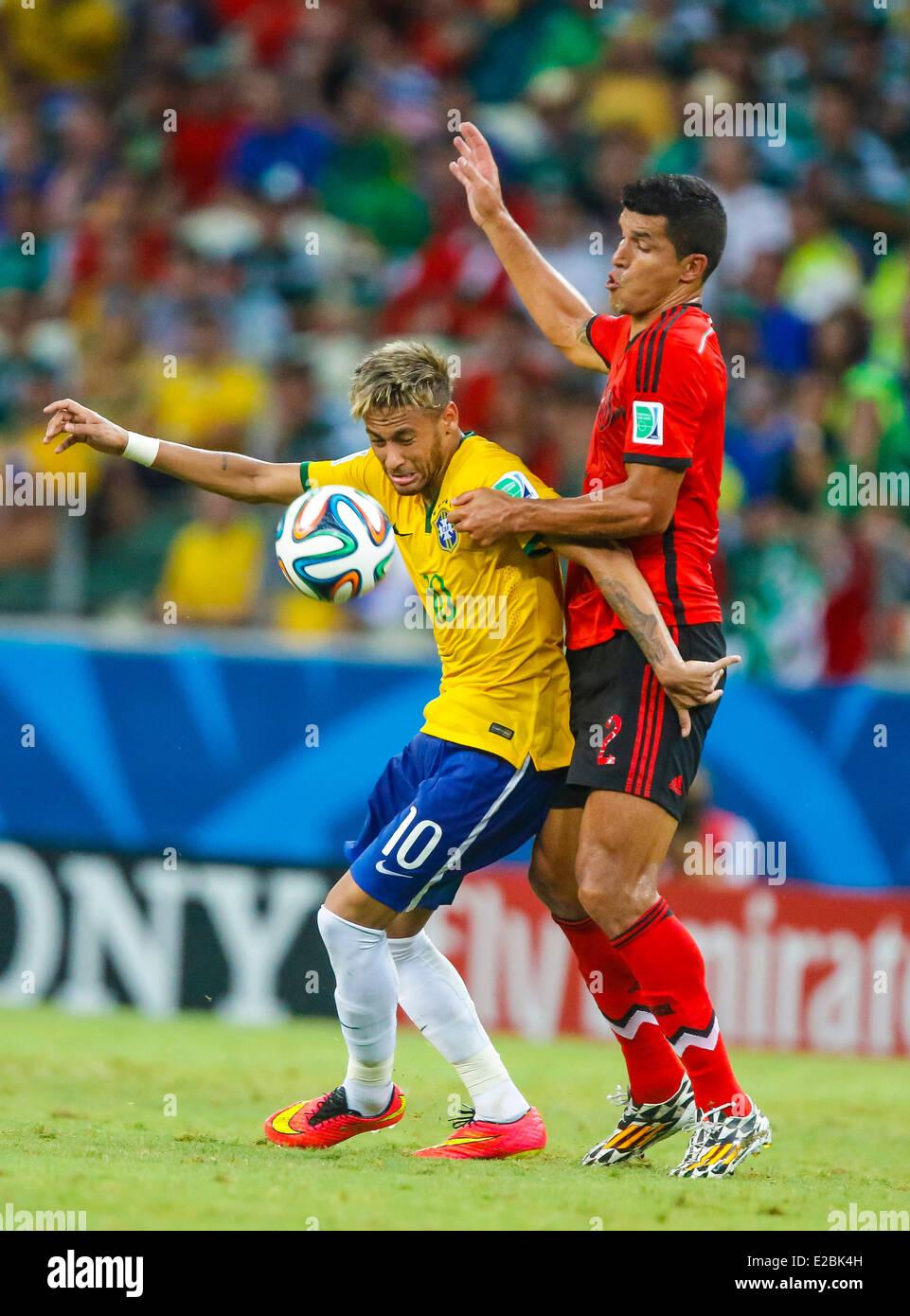 NEYMAR, Bra 10 Zweikampf , Aktion um den Ball gegen MAZA, Mex 2  BRASILIEN - MEXIKO 0-0 FIFA Fussball WM Weltmeisterschaft - Stock Image