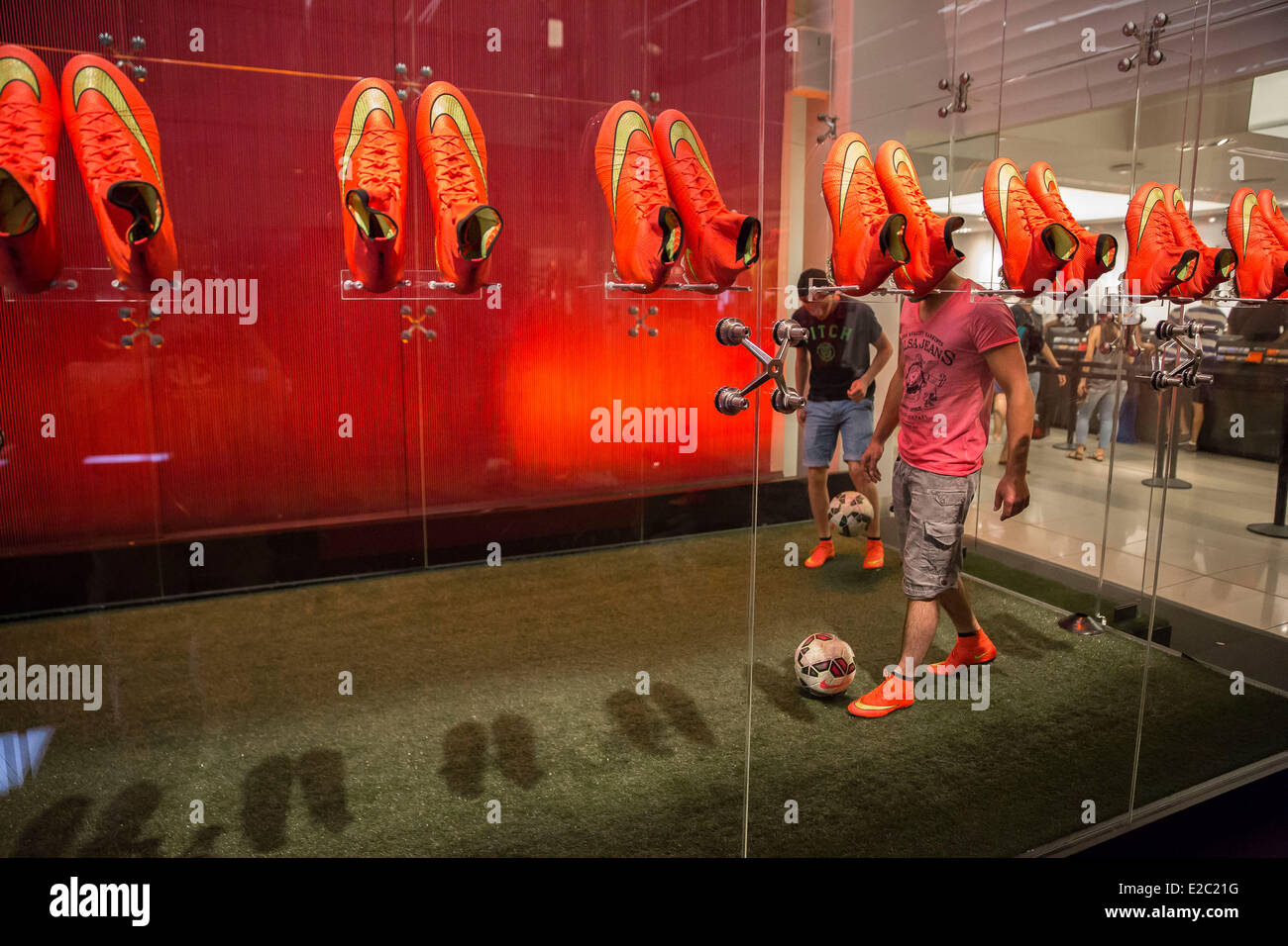Revolucionario Incomparable Voluntario  New York, NY, US. 18th June, 2014. Nike launched it's new World Cup Stock  Photo - Alamy