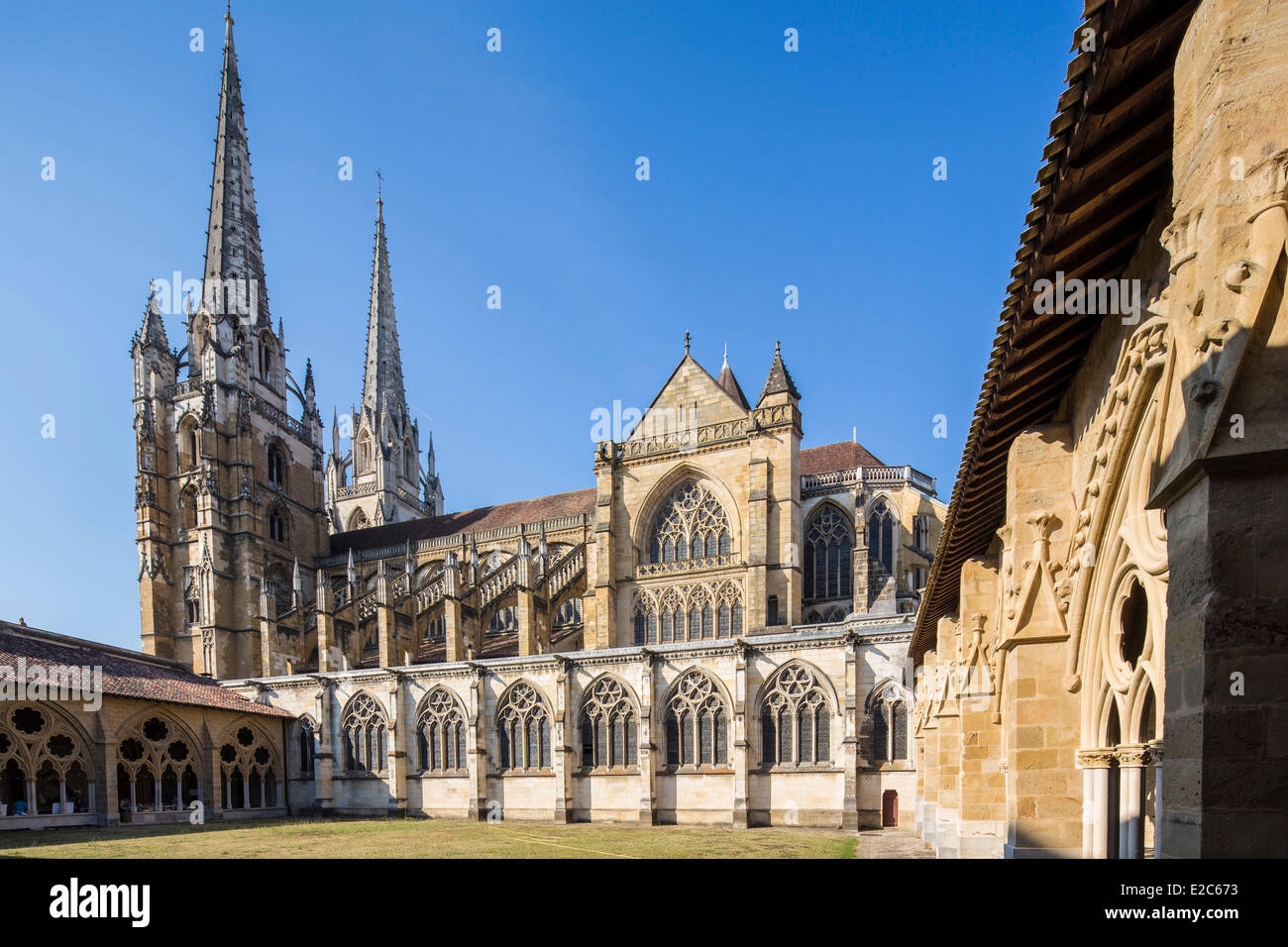 France, Pyrenees Atlantiques, Bayonne, convent and the cathedral Saint Marie - Stock Image
