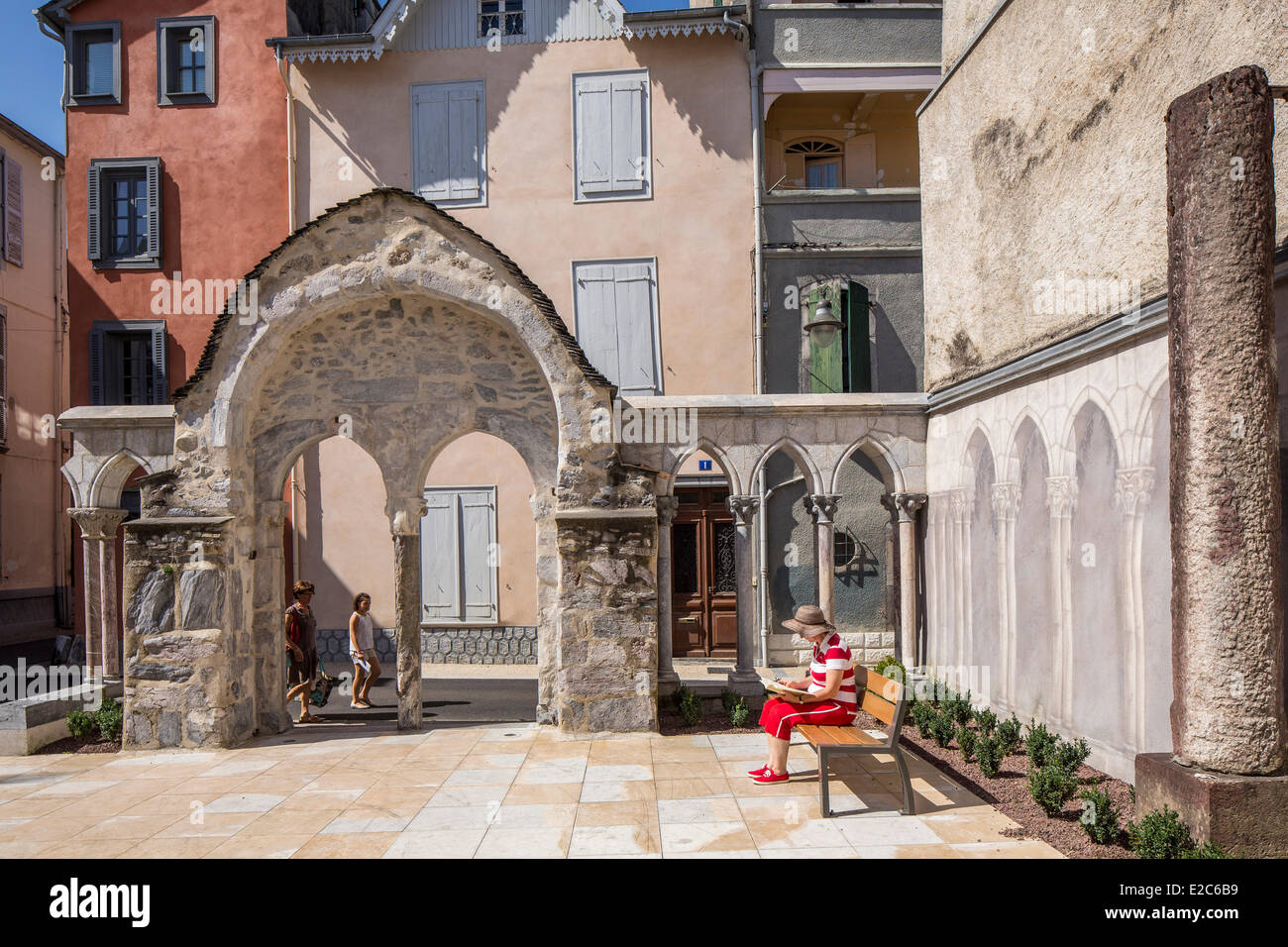 France, Hautes Pyrenees, Bagneres de Bigorre, cloister Saint Jean the former church of the Knight Templars - Stock Image