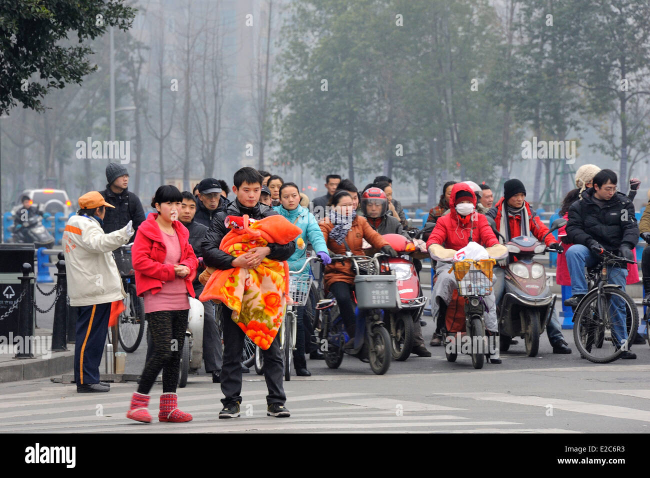China, Sichuan, Chengdu, Street crossing - Stock Image