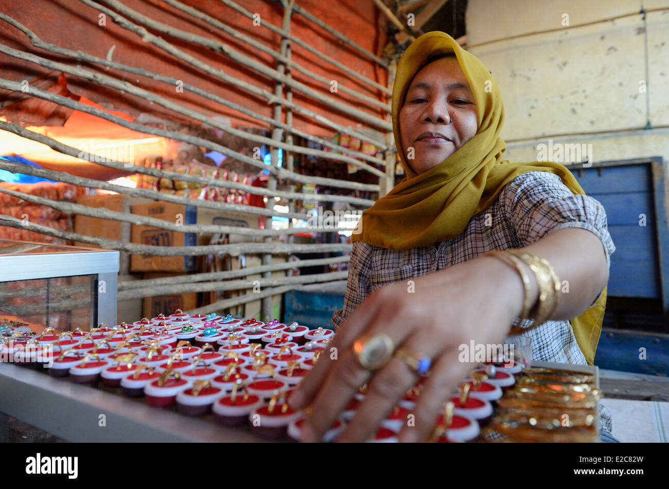Indonesia, Sumbawa, Dompu, sale of jewels at the market - Stock Image