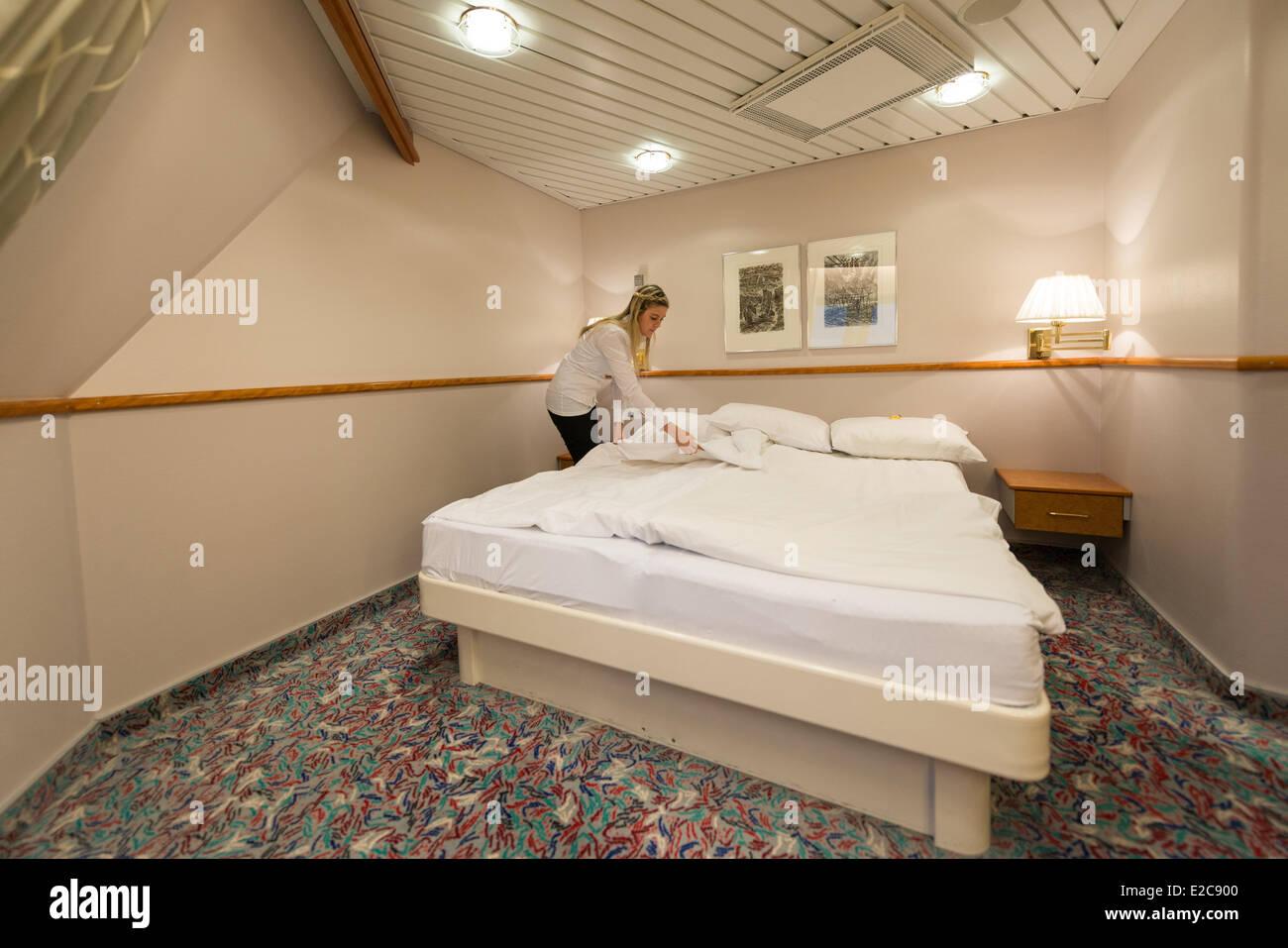 Norway, Finnmark, Honningsvag, cabin room in the ship MS Nordkapp company Hurtigruten - Stock Image