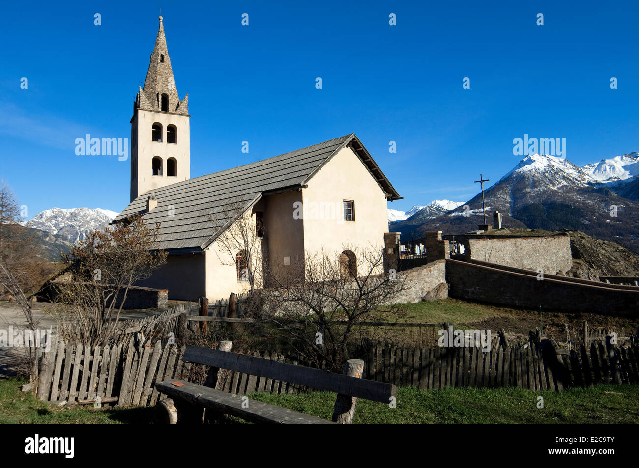 France, Hautes Alpes, Puy Saint Pierre, church and cemetery - Stock Image