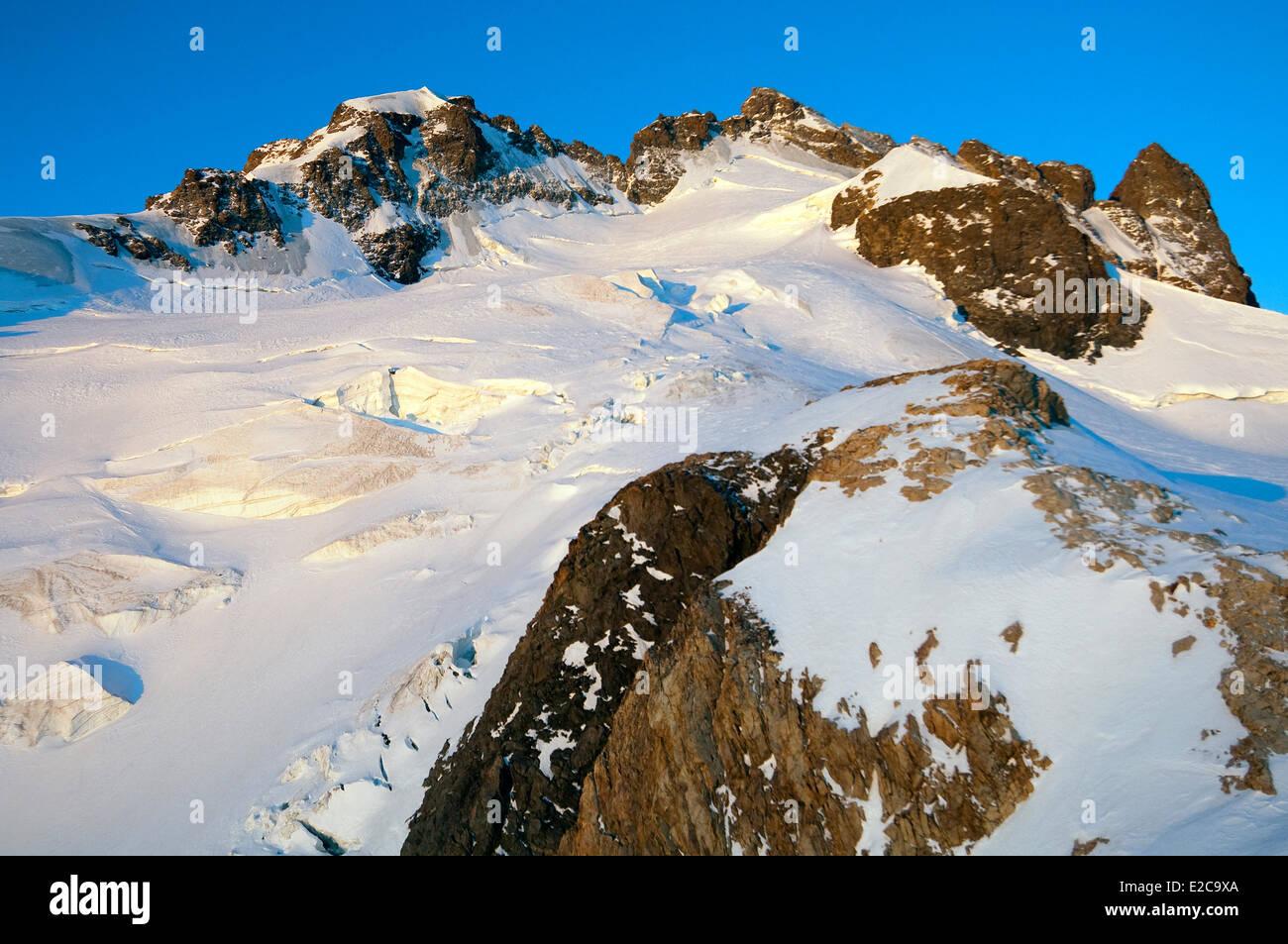 France, Hautes Alpes, Tour de la Meije by touring ski, panorama on the Meije, (3983 m), from the Refuge de l'Aigle - Stock Image