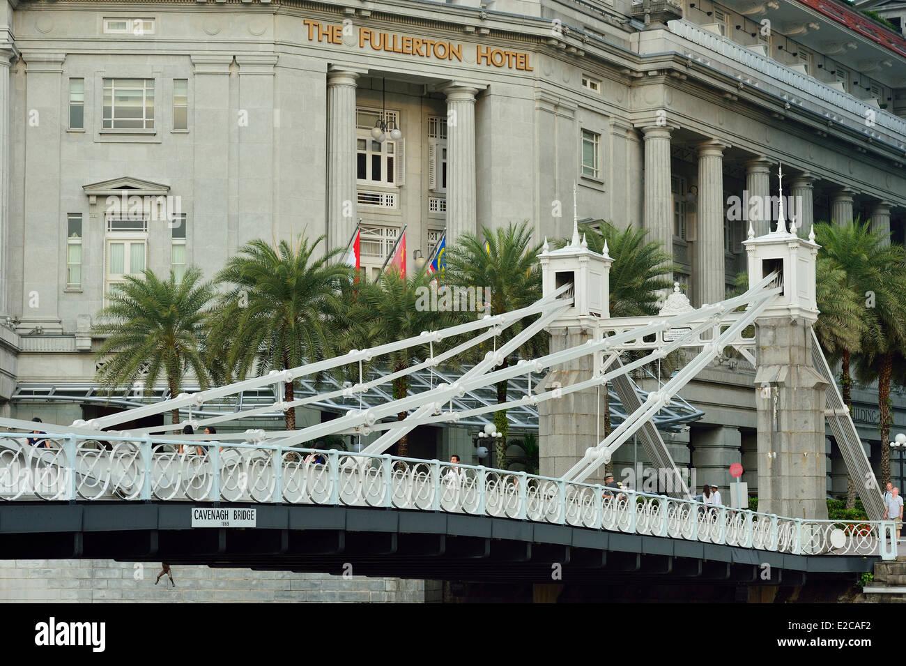 Singapore, the suspension Cavenagh Bridge built in 1869 over the Singapore river - Stock Image