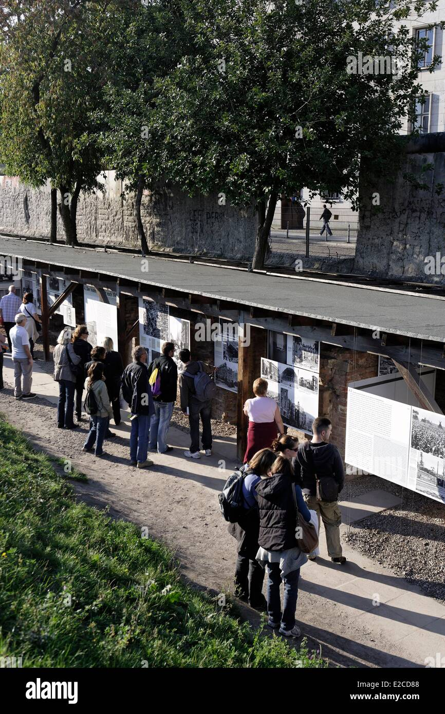 Germany, Berlin, Topography of Terror, piece of the Berlin Wall dedicated to the memory - Stock Image