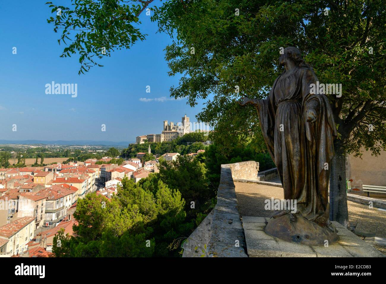 France, Herault, Beziers, sight on the suburbs of the city since the square Saint Jacques with a bronze statue of - Stock Image