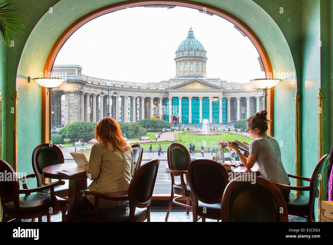 Russia, Saint Petersburg, listed as World Heritage by UNESCO, cafe in Zinger (Singer) building - Stock Image
