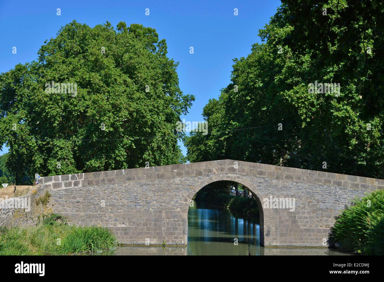 France, Herault, Cers, Canal du Midi, listed as World Heritage by UNESCO, Bridge of Caylus - Stock Image