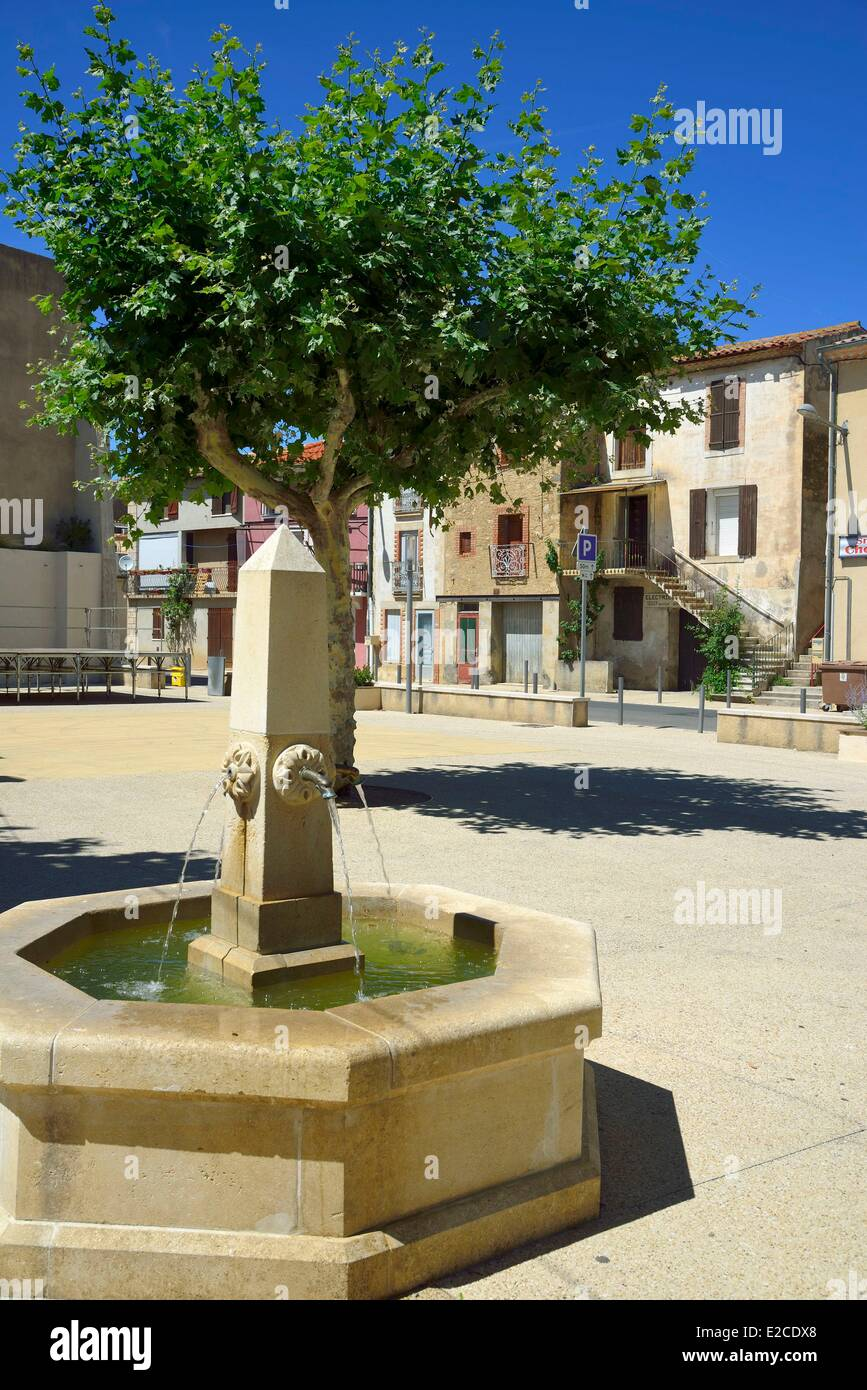 France, Herault, Espondeilhan, illage settled on the location of a former Roman camp, a square with a fountain Stock Photo