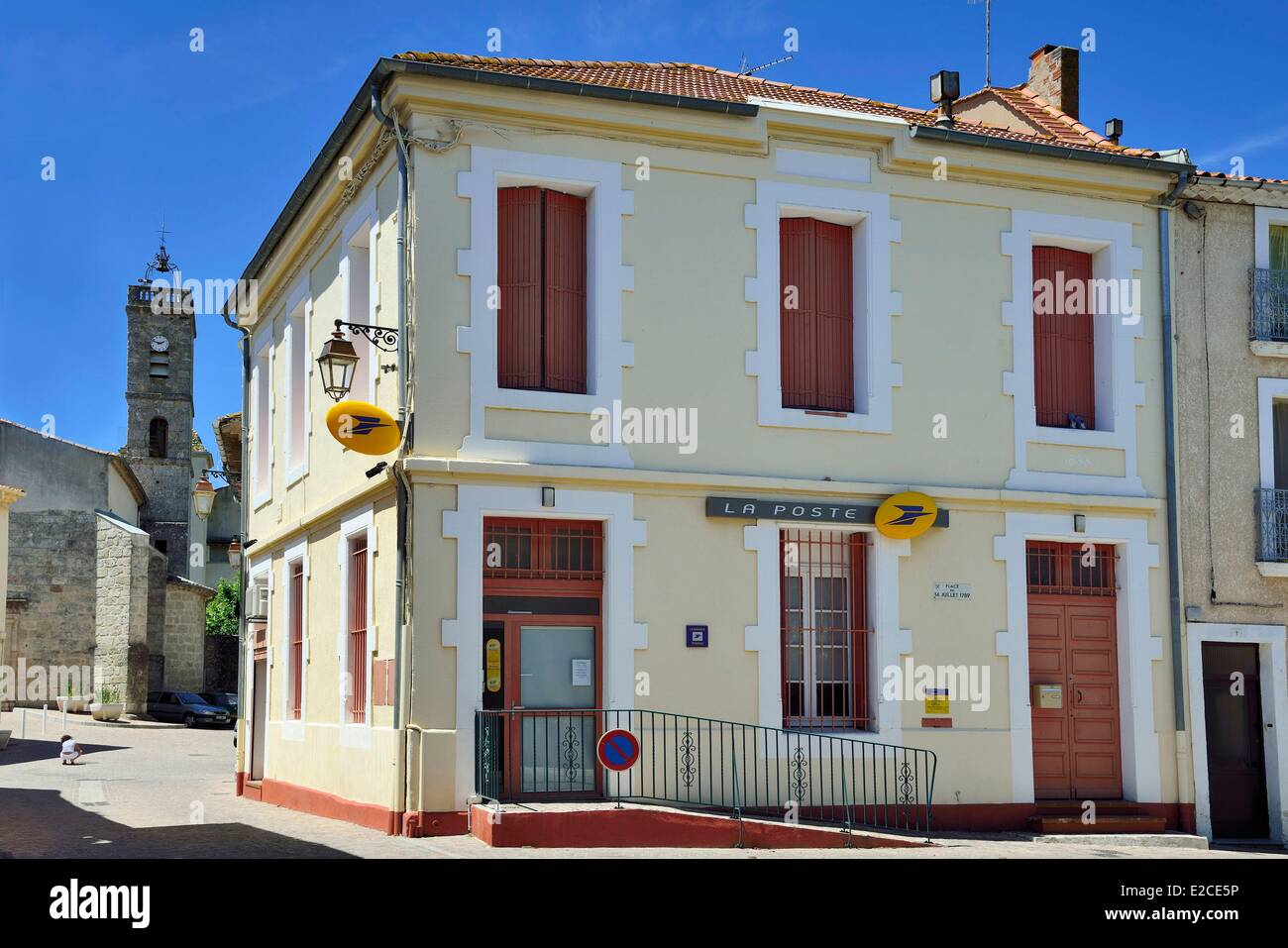 France, Herault, Lignan sur Orb, house of village in red shutters in a city center of town with its church and its - Stock Image