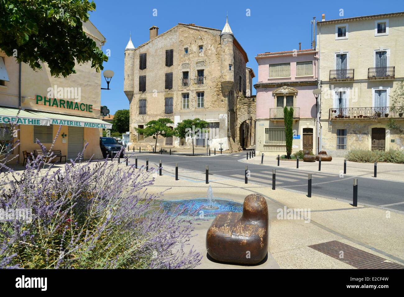 France, Herault, Bassan, Republique place, water jets surrounded with concrete armchairs painted at foot of Bassan - Stock Image