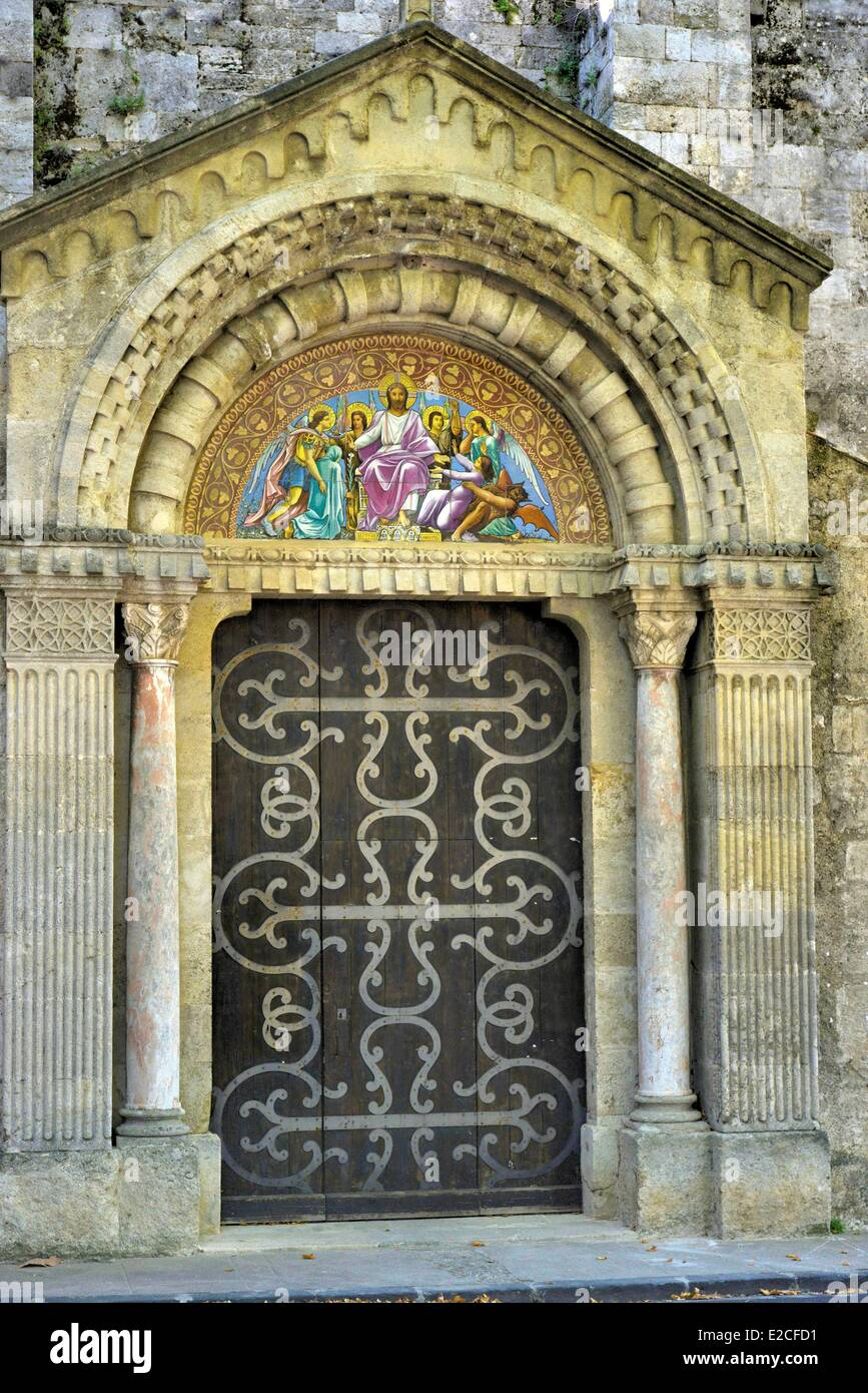 France, Herault, Beziers, Church Holy Jacques of the 12th century, wooden door armed with ironworks and decorated - Stock Image
