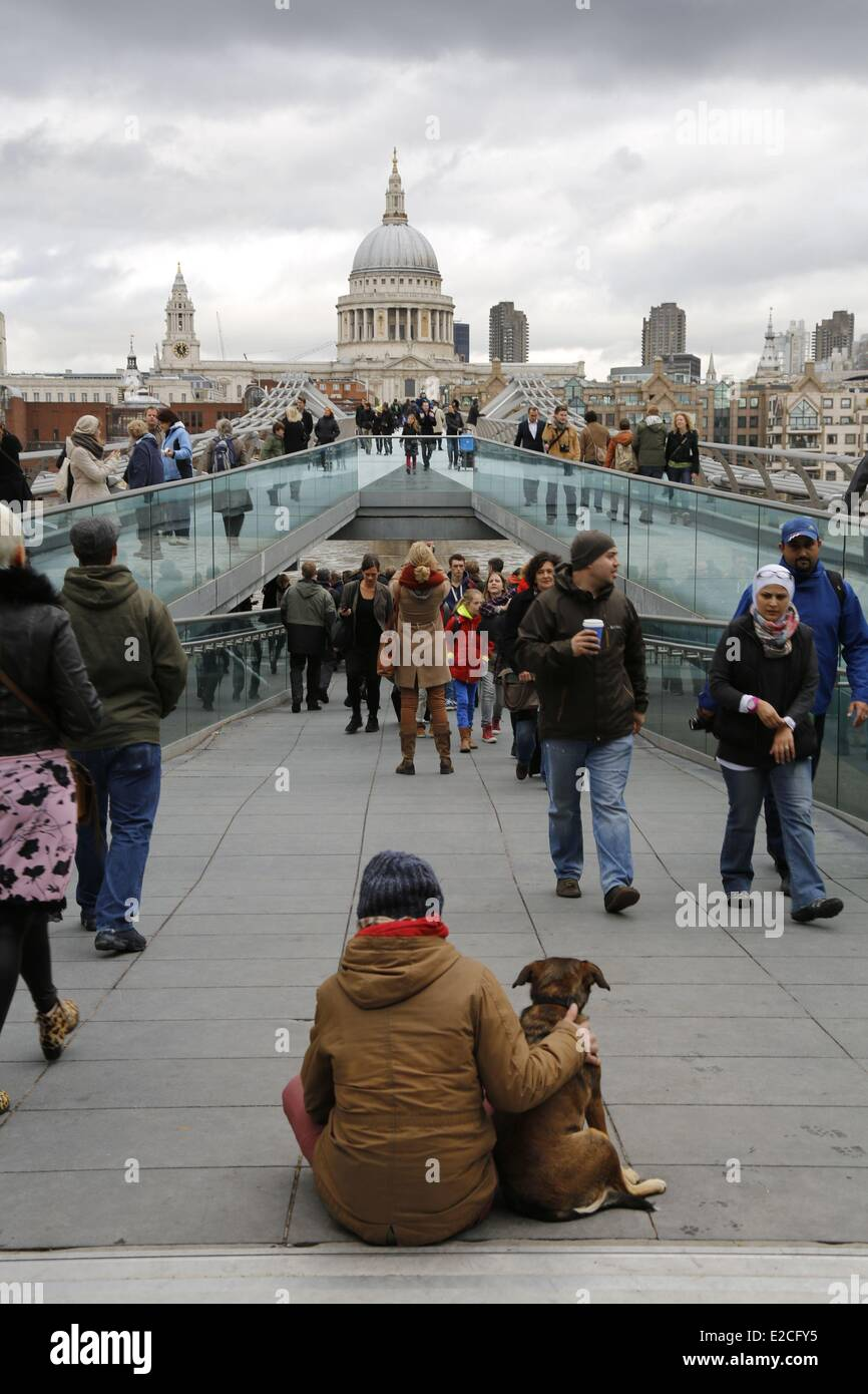 United Kingdom, London, the City, Millenium Bridge by architect Norman Foster architect Foster, Saint Paul cathedral - Stock Image