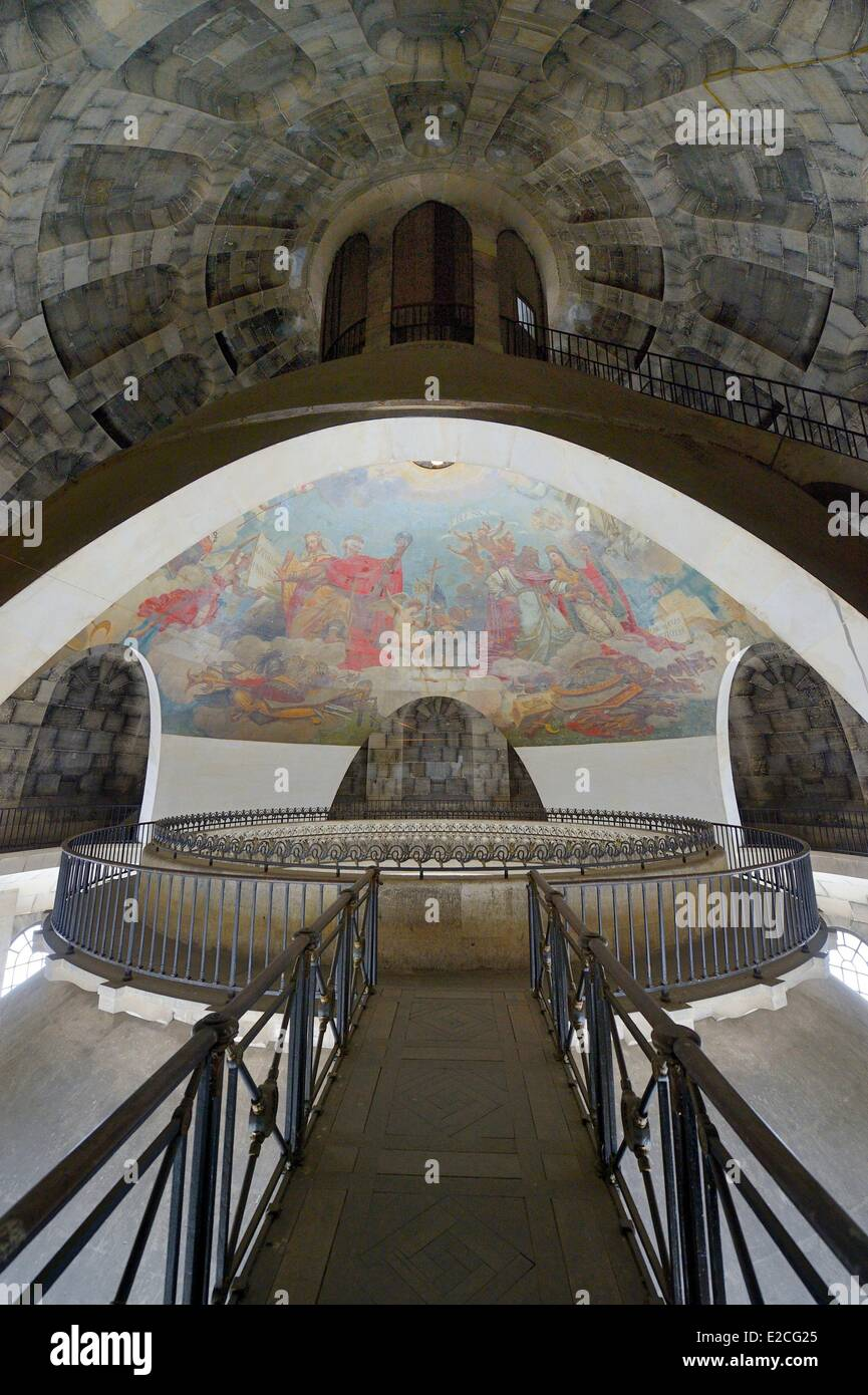 France, Paris, the Pantheon, view of the three cupolas and overhead oculus revealing the fresco The Apotheosis of - Stock Image