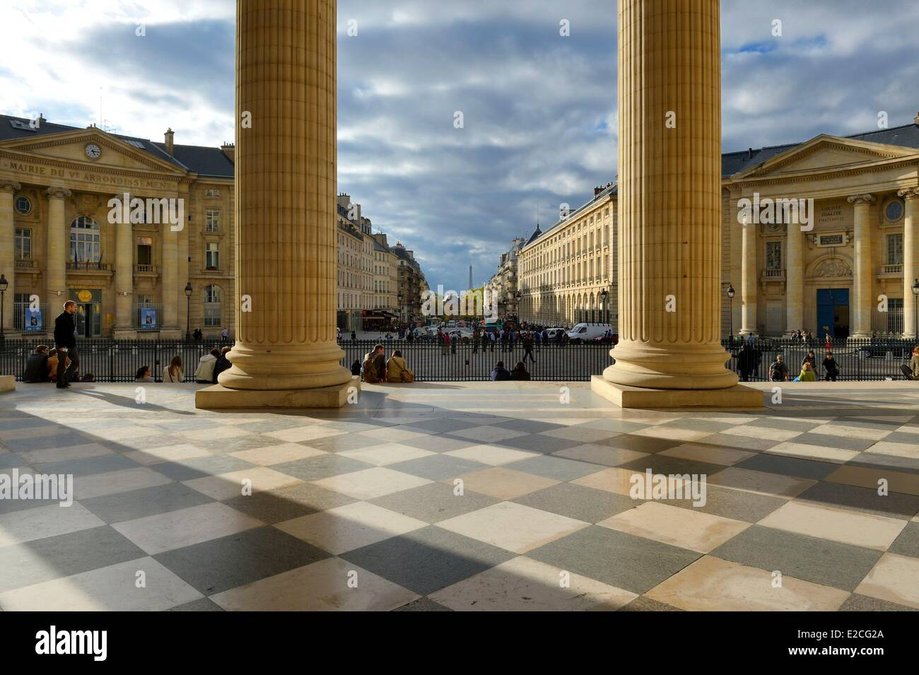 France, Paris, the Corinthian columns of the pediment of the Pantheon facing the Soufflot street, the town hall - Stock Image