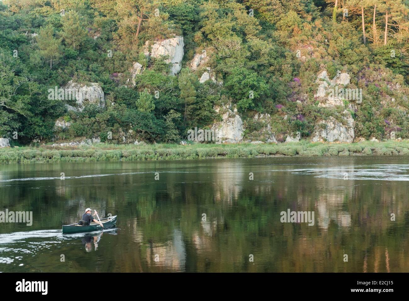 France, Finistere, Clohars Carnoet, canoe on the estuary of the Laita river - Stock Image