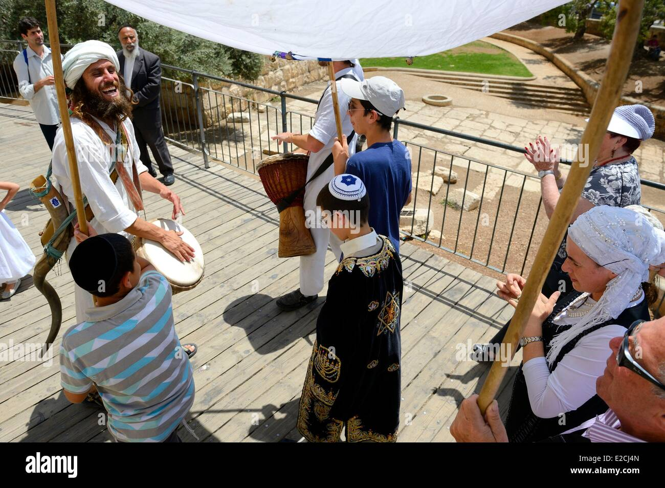 Israel, Jerusalem, holy city, old town World Heritage UNESCO, one of many ceremonies of Bar Mitzvah to move toward Stock Photo