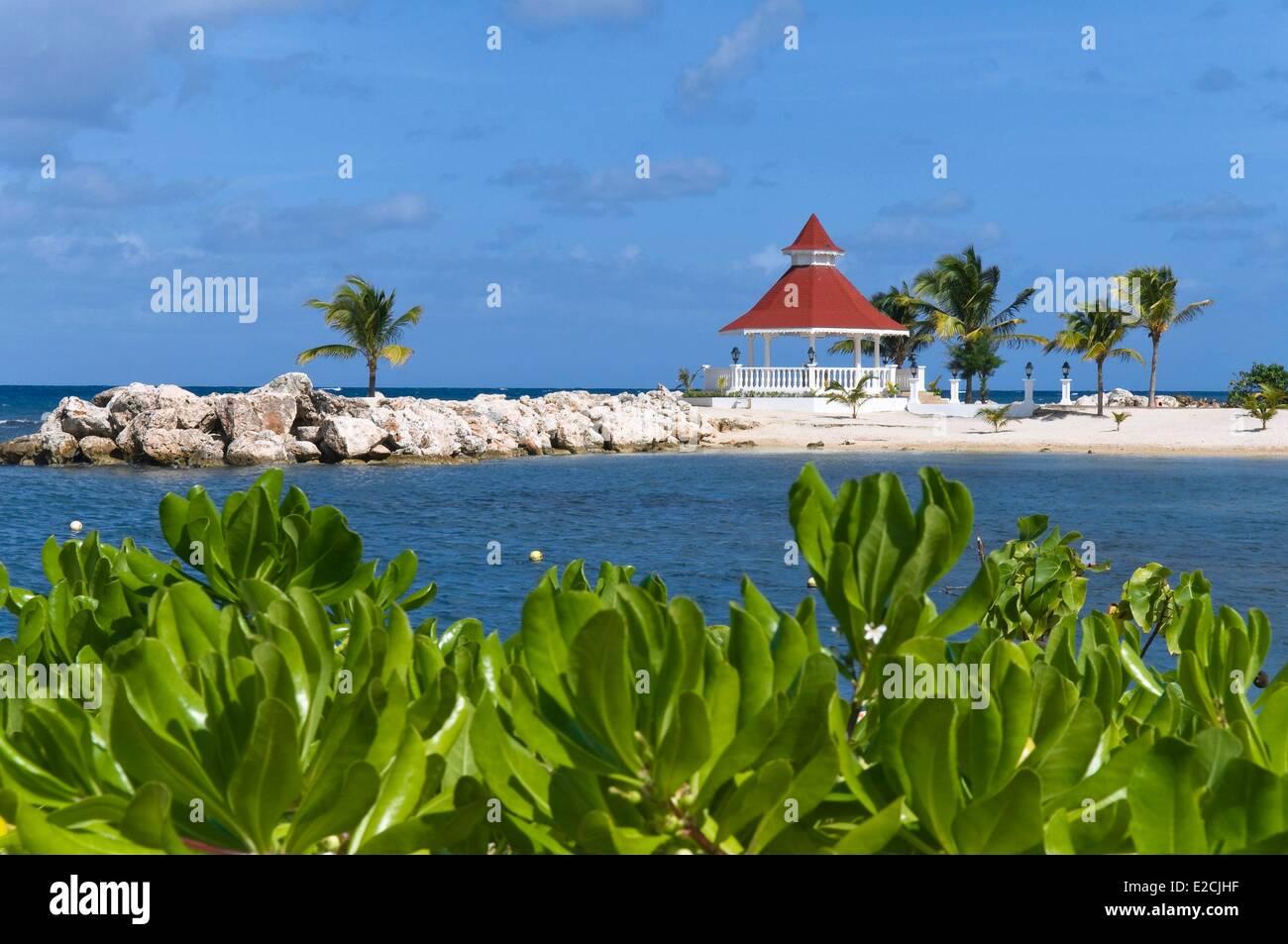 Jamaica, West Indies, parish of St Ann, Ocho Rios, seaside of local resort hotel - Stock Image