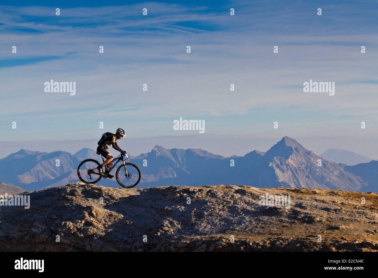 France Hautes Alpes mountain bike race the Ultra Raid Meije bikers to Col du Galibier - Stock Image