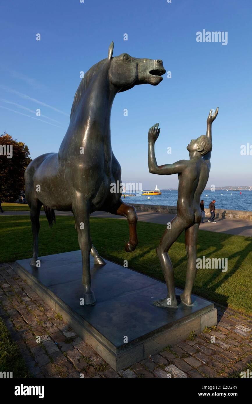 Switzerland Geneva Mon Repos park l'adolescent et le cheval statue font 1978 by Henry Schwarz Contemporary Art - Stock Image