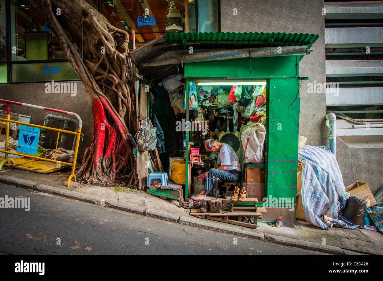 Shoemaker's shop on Hong Kong Island - Stock Image
