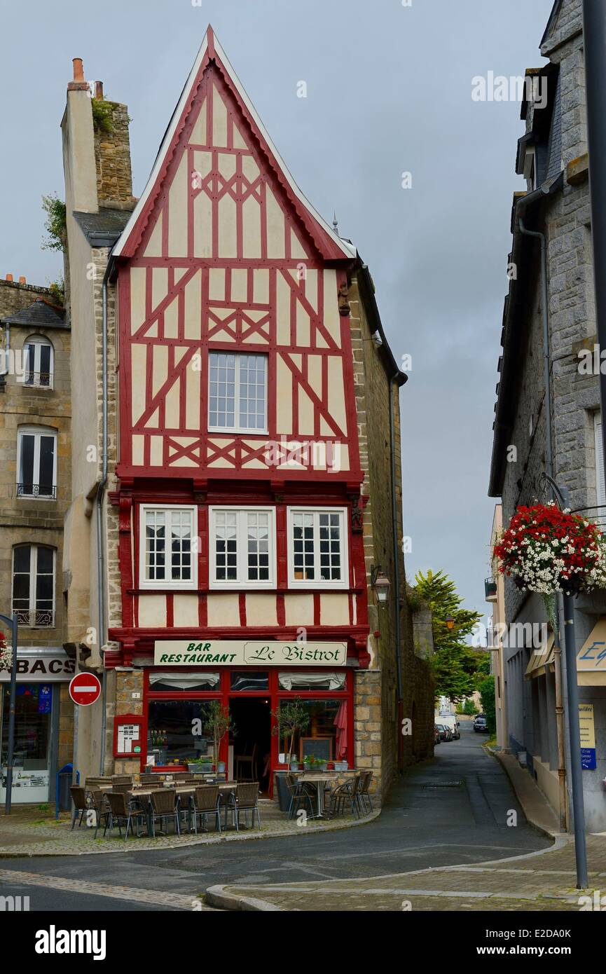 France Cotes d'Armor Guingamp one of the half timbered houses of the Place du Centre - Stock Image
