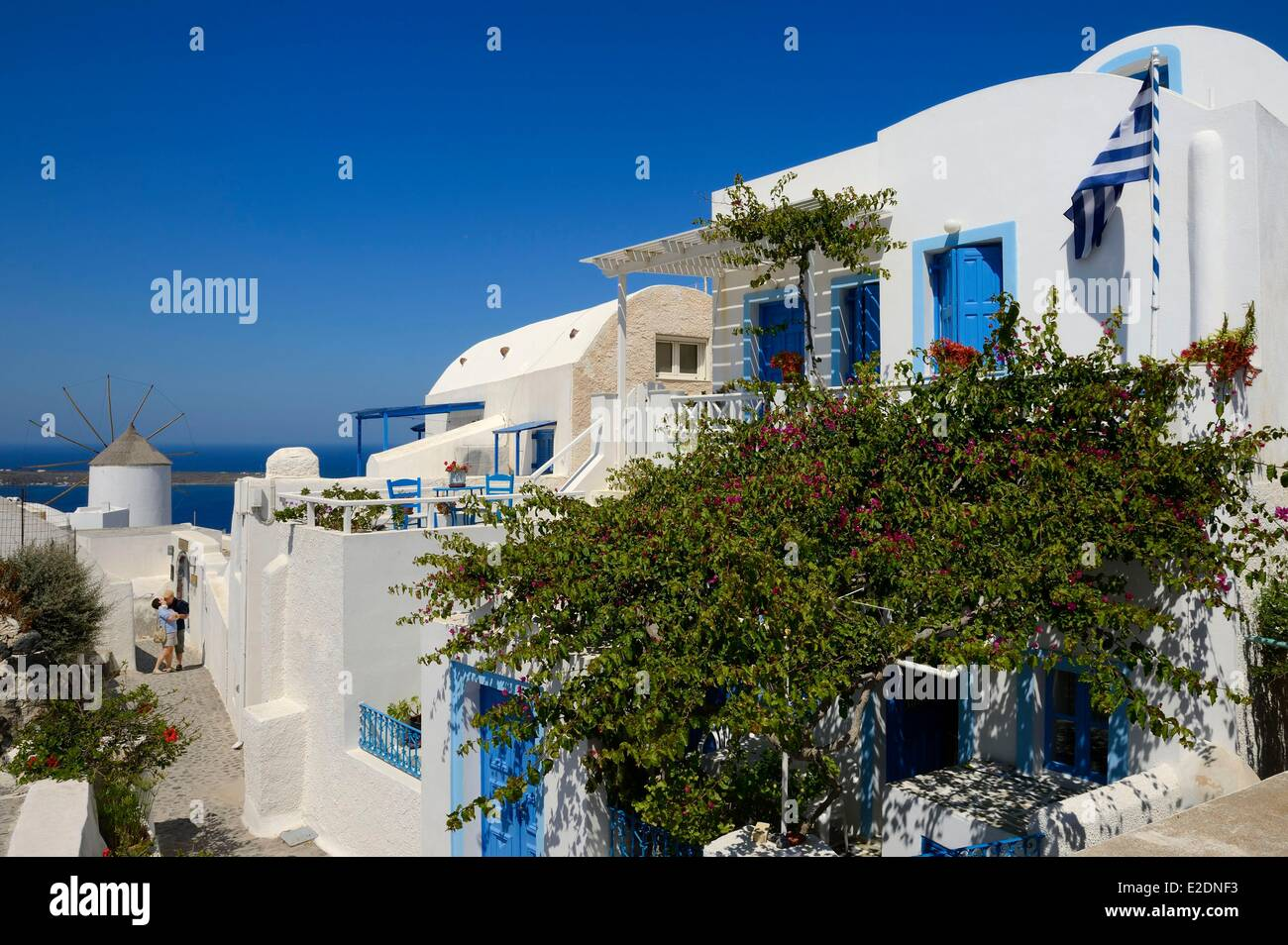 Greece Cyclades Aegean Sea Santorini (Thira or Thera) lovers in a street of the village of Oia - Stock Image