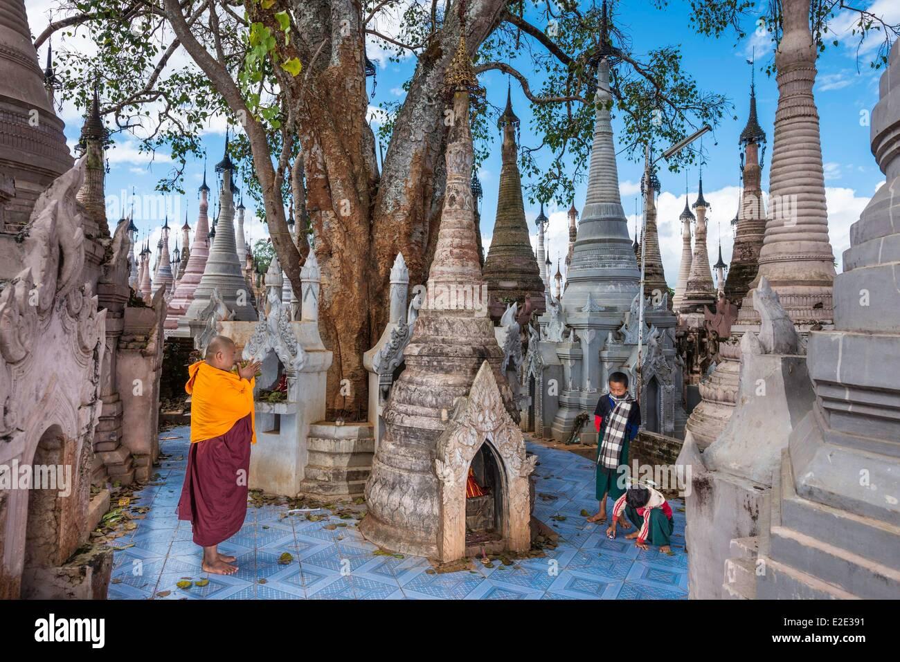 Myanmar (Burma) Shan state Pao tribe archeologic and religious site off Kakku close to Tan Shi - Stock Image