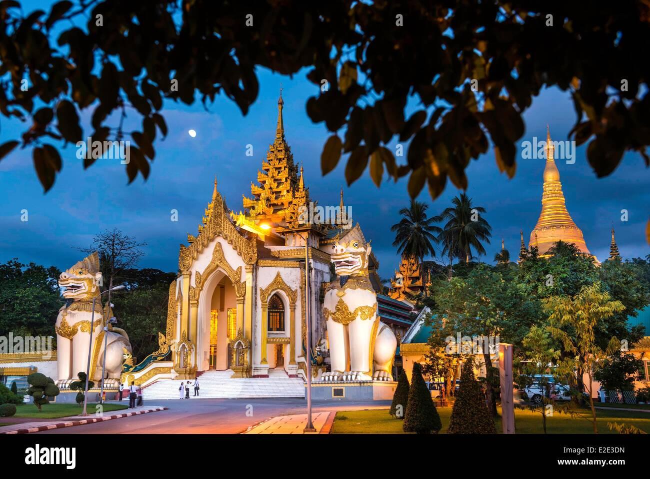 Myanmar (Burma) Yangon divison Yangon Kandawgyi District People's Park Shwedagon Paya avenue Shwedagon Pagoda - Stock Image