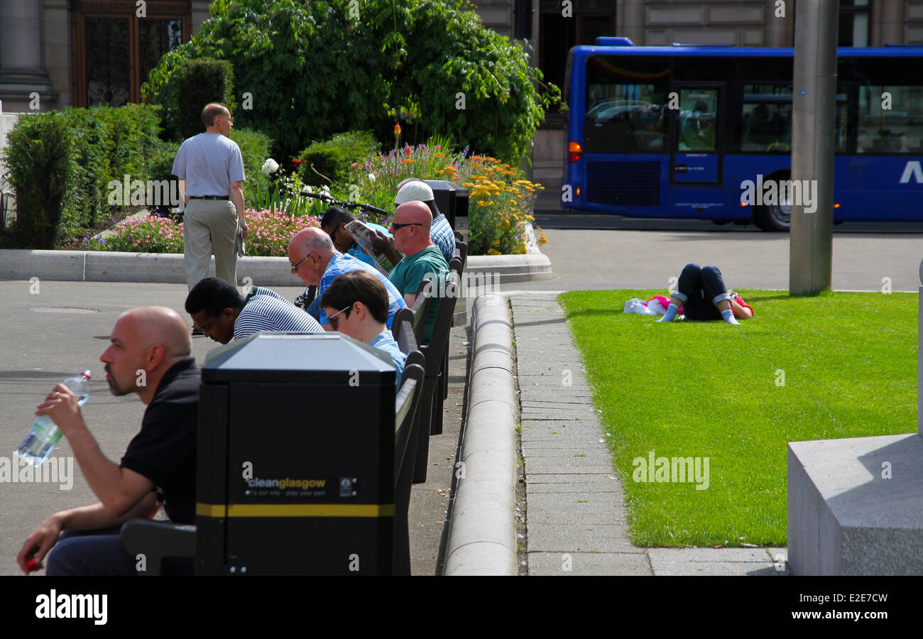 Glasgow, Scotland, UK. 19th June, 2014. Glaswegian shoppers and workers enjoying a rare third day of sunshine at - Stock Image