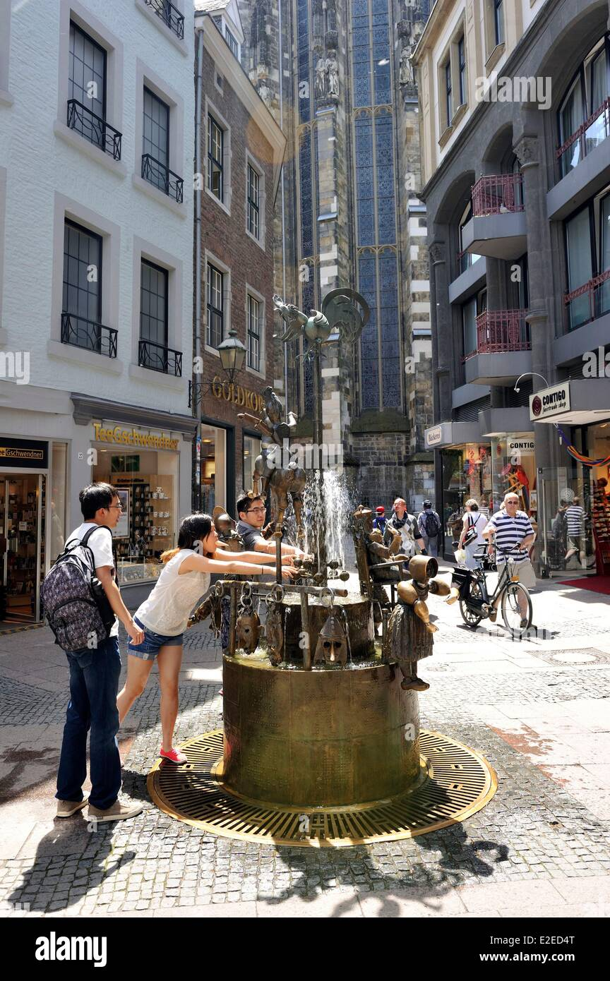 Germany North Rhine Westphalia Aachen Kramerstrasse Puppenbrunnen (fountain with the headstocks) whose members of - Stock Image