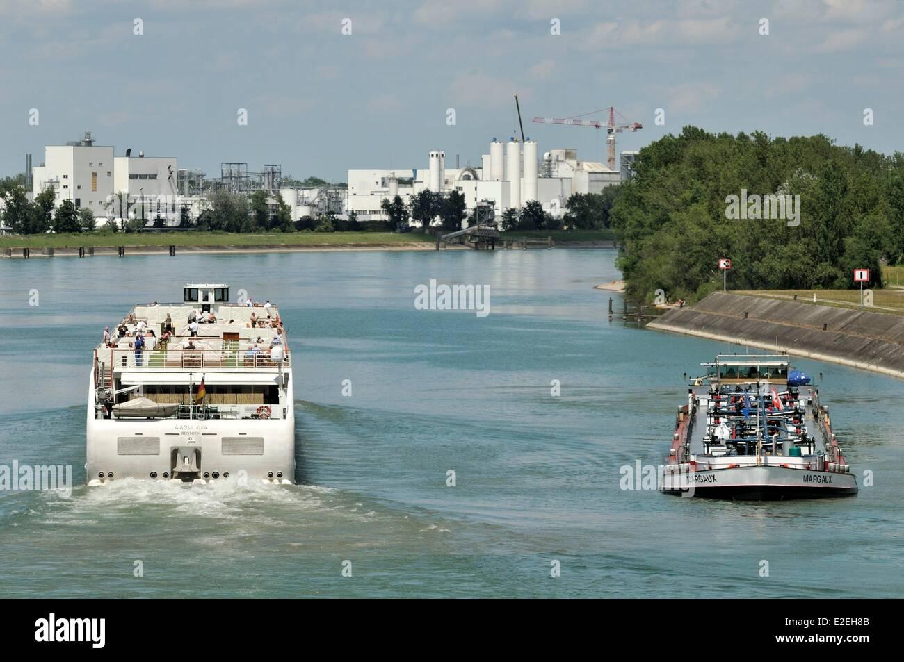France, Bas Rhin, Marckolsheim, Grand Canal d Alsace, Marckolsheim port, ships - Stock Image