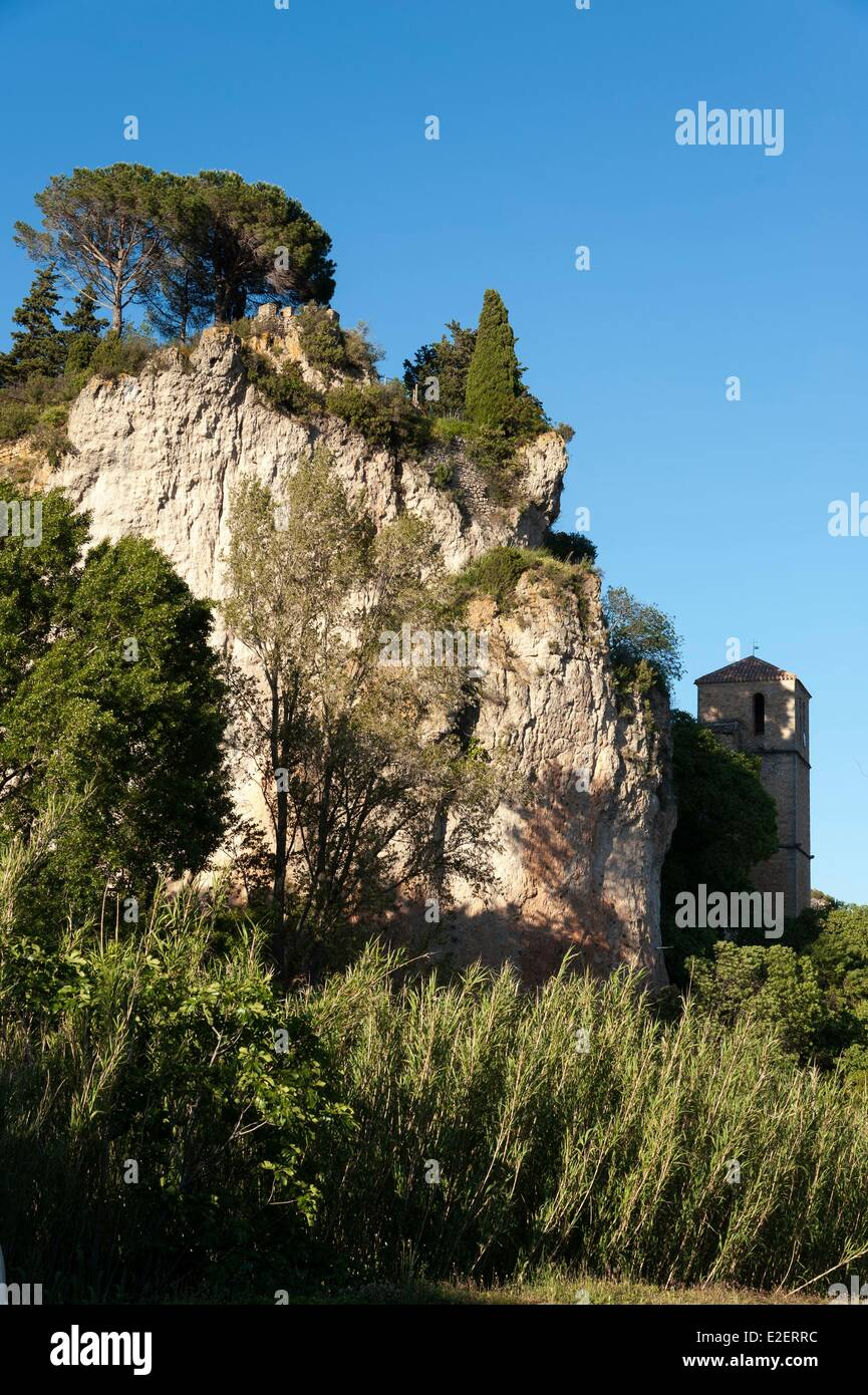 France, Herault, Moureze, rock in the vertical walls dominating the church saint Marie of the XIIth century - Stock Image