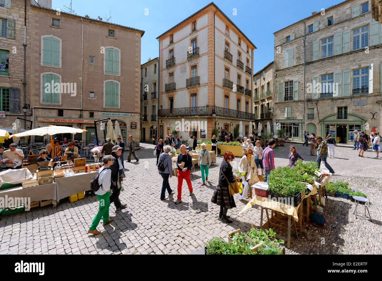 france herault pezenas place gambetta market of saturday goes and stock photo 70396831 alamy. Black Bedroom Furniture Sets. Home Design Ideas