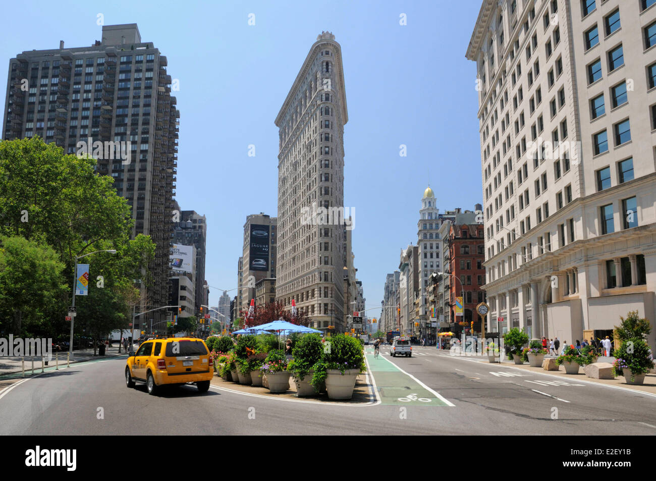 United States, New York, Flatiron Building at the intersection of 5th Avenue and Broadway - Stock Image