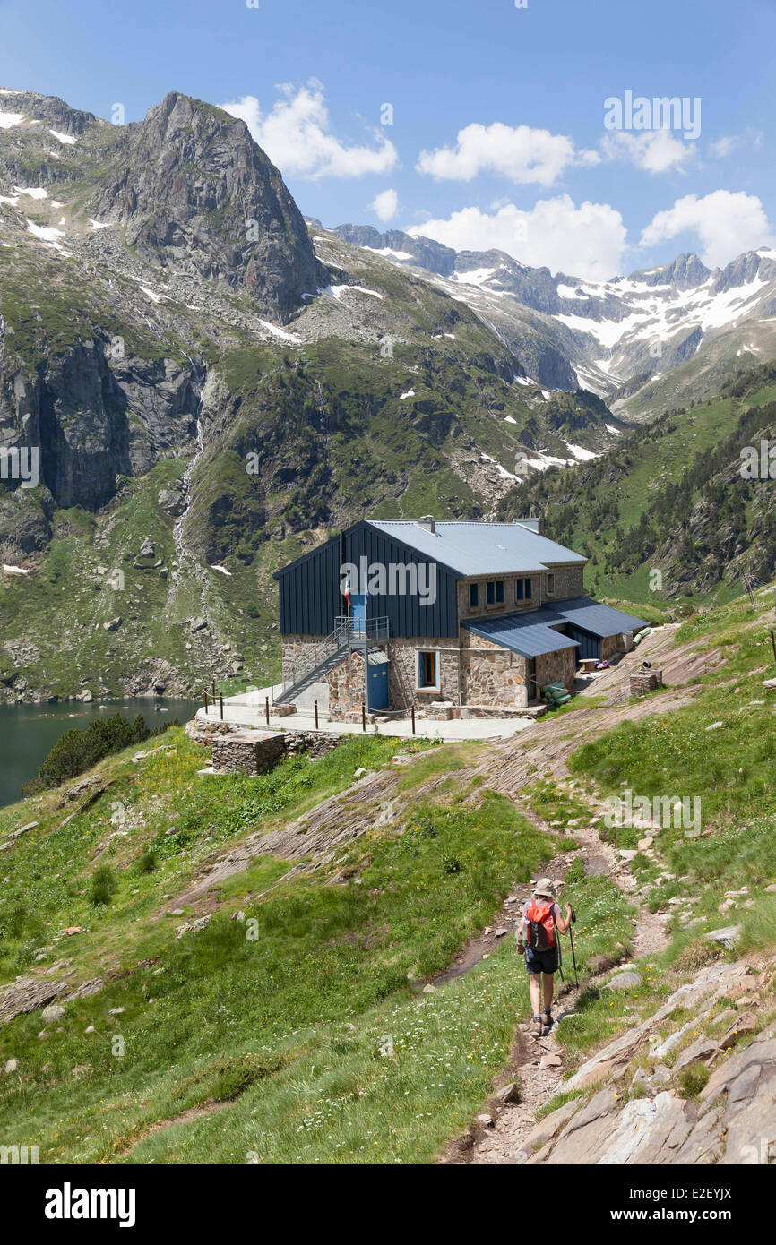 France, Haute Garonne, Oo, Oo valley, hicker on the GR10 footpath towards the Espingo mountain hut near Bagneres - Stock Image