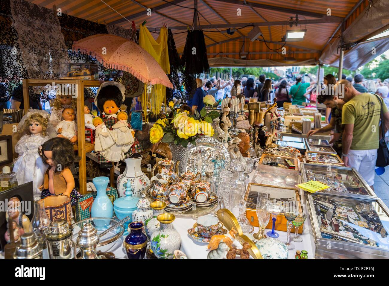 Spain, Catalonia, Barcelona, Barri Gotic, antiques market to the Santa Eulalia Cathedral - Stock Image