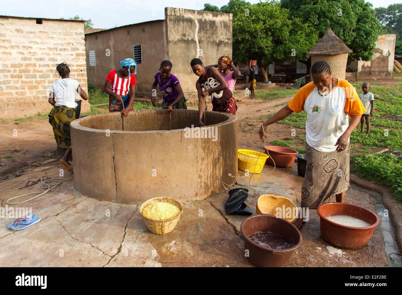 Burkina Faso, village in Senoufo area, at the well - Stock Image