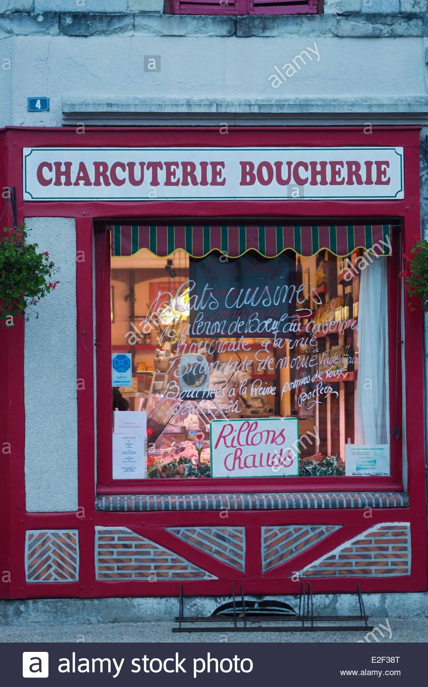 France, Loir et Cher, Sologne, Bracieux, Showcase of La Solognote Delicatessen shop - Stock Image