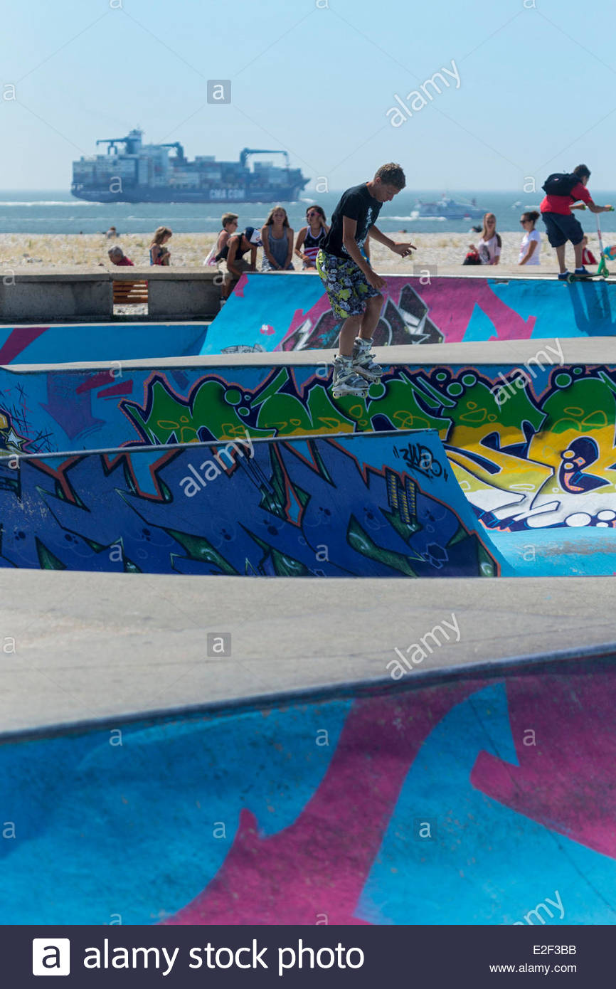 France, Seine Maritime, Le Havre, Skatepark on the waterfront - Stock Image
