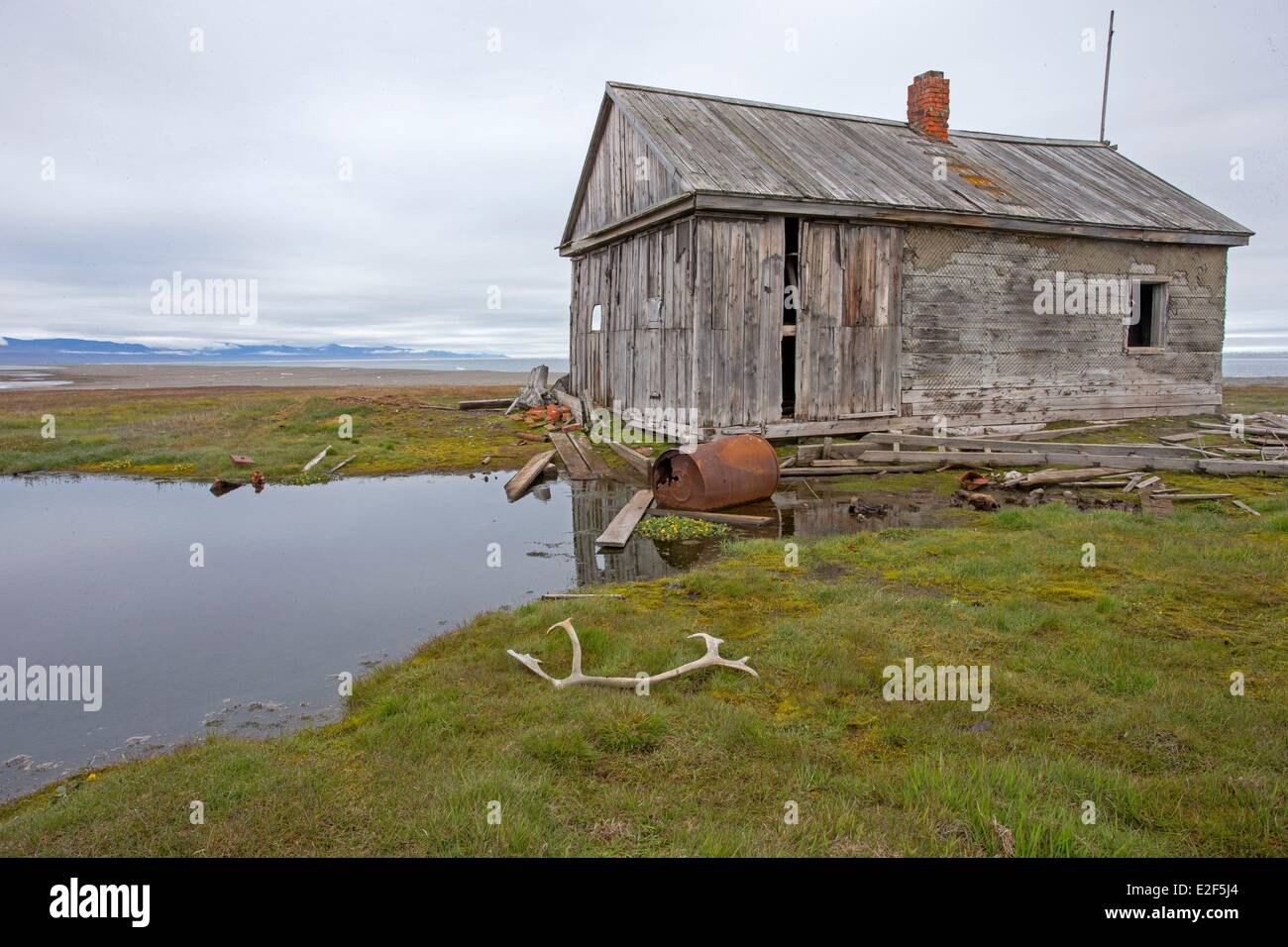 Russia, Chukotka autonomous district, Wrangel island, Mammoth river, old house of trappers Stock Photo