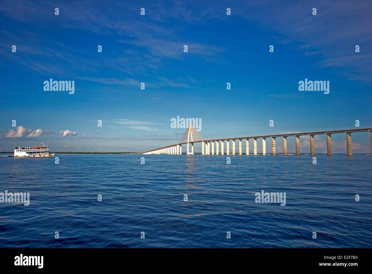 Brazil, Amazonas State, Manaus, Ponte Rio Negro (Manaus Iranduba Bridge) crossing Rio Negro (aerial view) - Stock Image