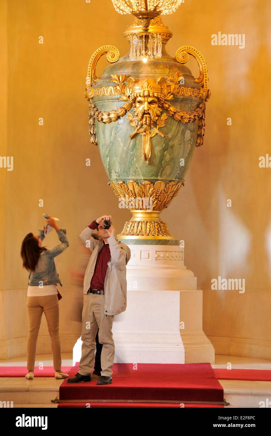 France, Nord, Lille, Lille Opera, giant amphora photographed by a man and a woman from behind - Stock Image