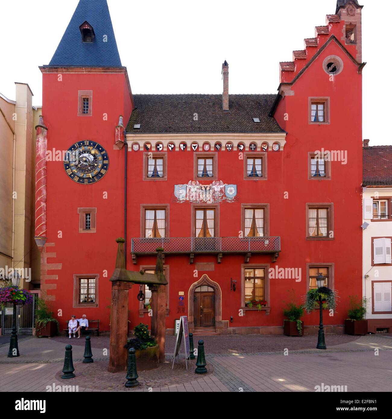 France, Bas Rhin, Haguenau, the Alsatian museum, old Chancellery with an astronomical clock on the frontage Stock Photo